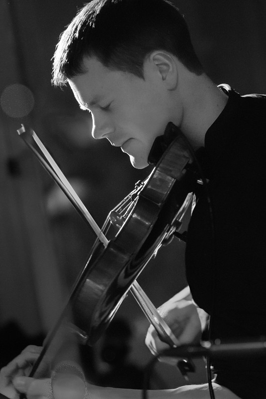 Michael Haywood playing the violin at ceilidh event in Summerhall, Edinburgh, with the band Hotscotch