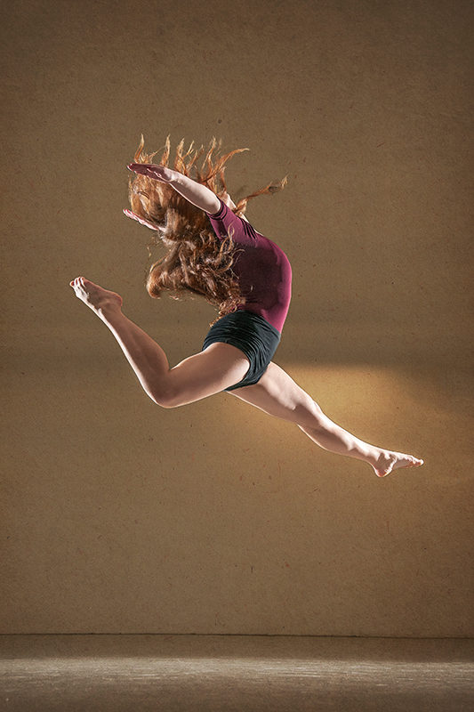 Female dancer Kaja Jurkowska jumping. Profile photograph.