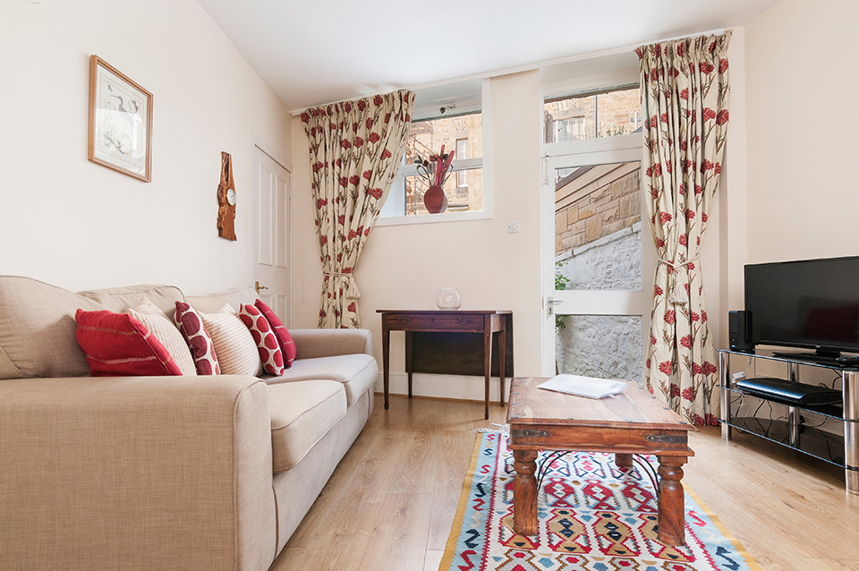 Living room, holiday let, Edinburgh